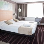 Tweepersoonsbed in hotelkamer